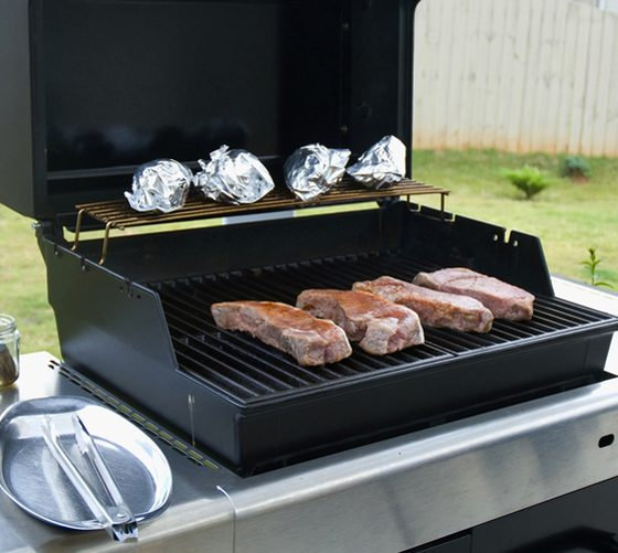 Gas grill with open lid