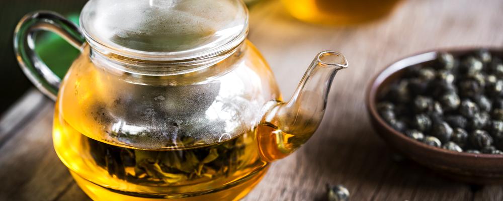 Oolong Pearl Tea in a clear Tea pot